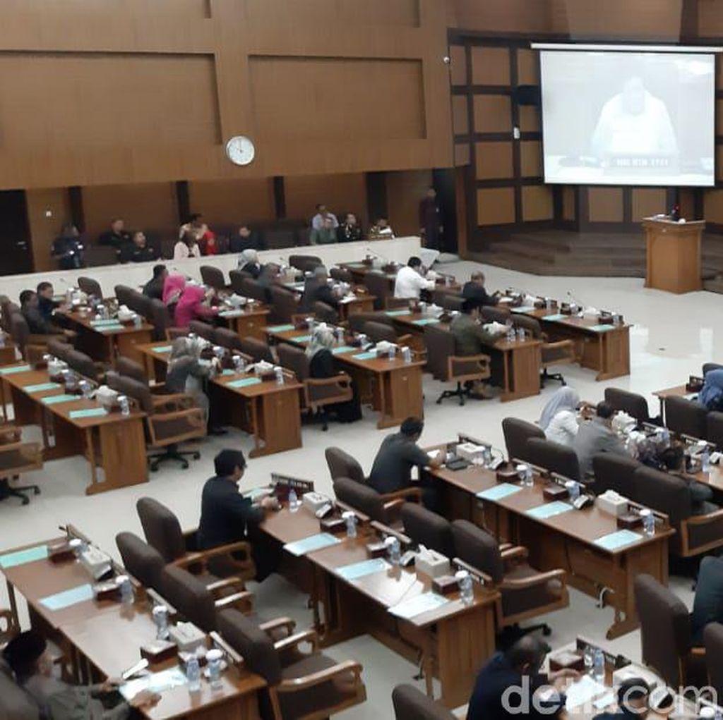 Anggota DPRD Jabar Lama Dapat Pin Emas, yang Baru Peroleh Jas Rp 456 Juta