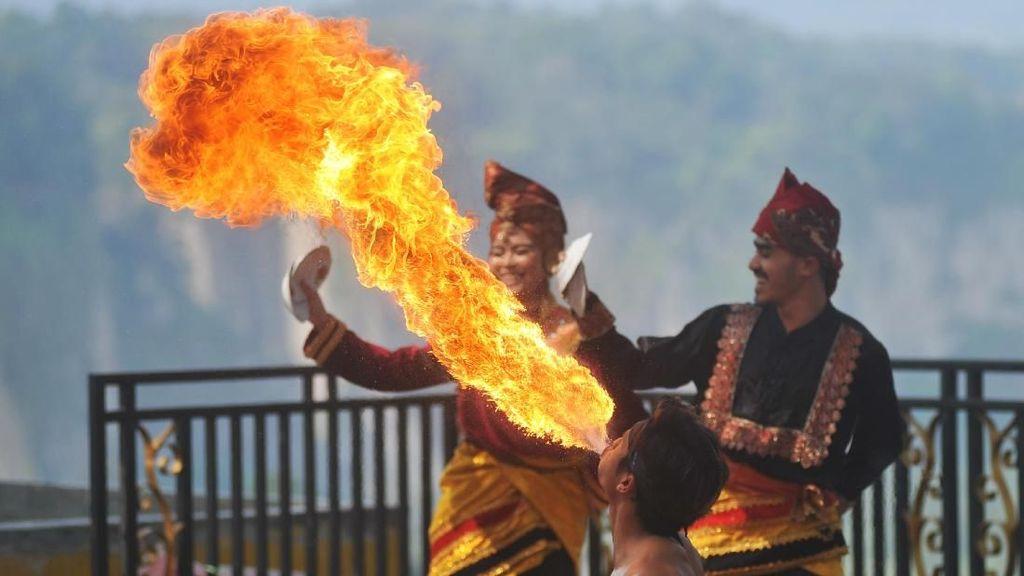 Terpukau Atraksi Budaya Panorama Ngarai Sianok