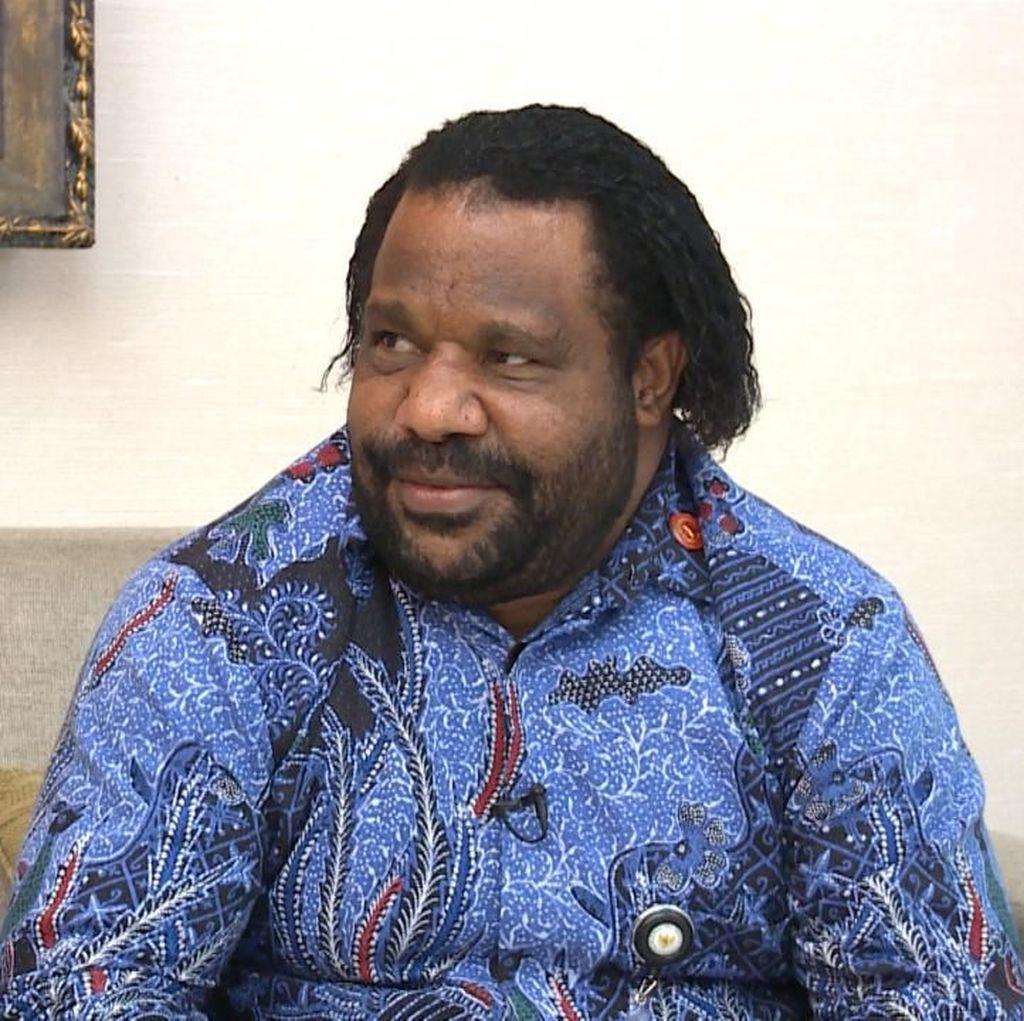 Blak-blakan Lenis Kogoya: Memadamkan Bara Papua