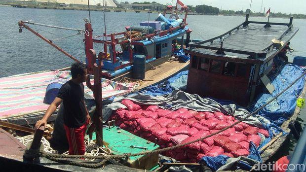 Kapal penyelundup yang ditangkap petugas