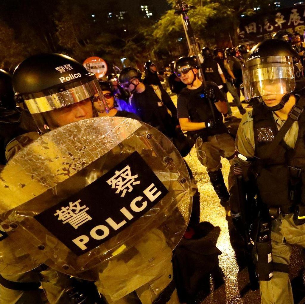 Video Aksi Polisi Todongkan Senjata ke Pendemo Hong Kong