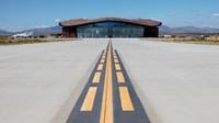 Fasilitas yang dinamakan Gateway to Space itu berada di Spaceport America, New Mexico, Amerika Serikat. Bandara tersebut sebelumnya sepi, tapi sekarang disulap jadi tempat untuk penerbangan komersil ke luar angkasa (Virgin Galactic)