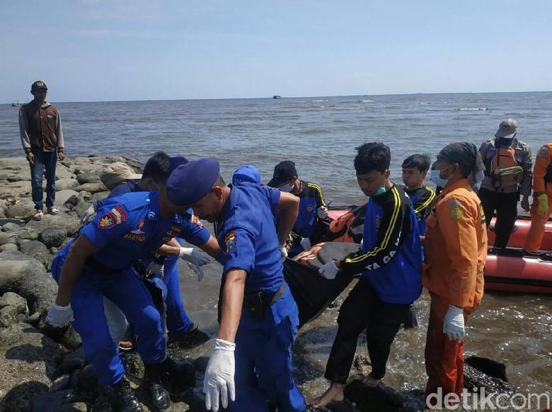 Hilang Tiga Hari, Nelayan Situbondo Ditemukan Tim SAR Terapung di Laut