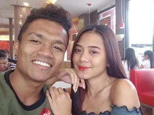 Viral Foto Pria dengan Kekasih Cantiknya Ini Bukti Cinta Tak Lihat Fisik
