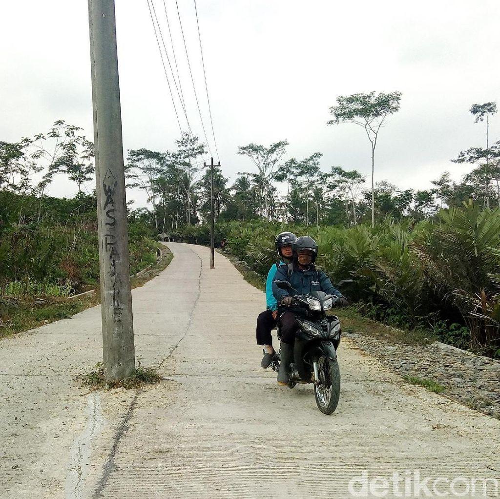 Tiang di Tengah Jalan Banjarnegara Ini Bahayakan Pengguna Jalan