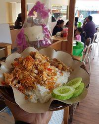 Makan Siang Puas dengan Ayam Geprek Kekinian Rp 15 Ribu!