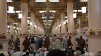 Jika di Masjidil Haram ada Hijir Ismail dan Multazam sebagai tempat yang mustajab untuk berdoa, maka di Masjid Nabawi ada Ruadhah yang memiliki keistimewaan bagi umat muslim untuk bersimpuh memohon ampunan dan keberkahan Allah SWT.