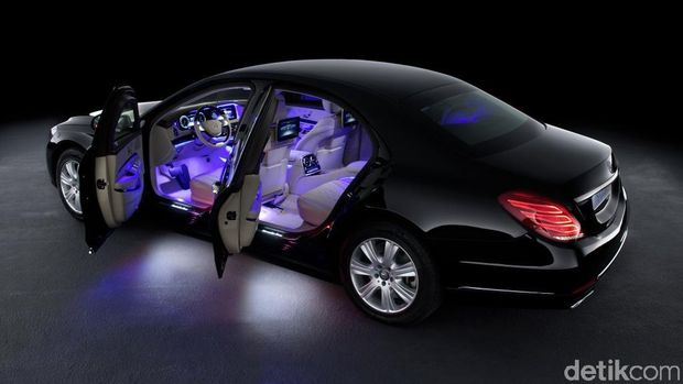 Interior mobil S 600 Guard dengan lampu ambient
