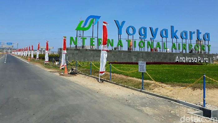 Beroperasinya Yogyakarta International Airport (YIA) belum dibarengi dengan jadwal penerbangan internasional, sehingga penerbangan internasional dapat tersedia tahun depan.