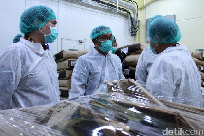 Gubernur Jabar Ridwan Kamil meresmikan pabrik coklat Barry Callebaut di Cimanggung, Kabupaten Sumedang, Jawa Barat. Kali ini produsen cokelat terkemuka asal Zurich Swiss ini bermitra dengan perusahaan makanan yang ada di Indonesia Garudafood.