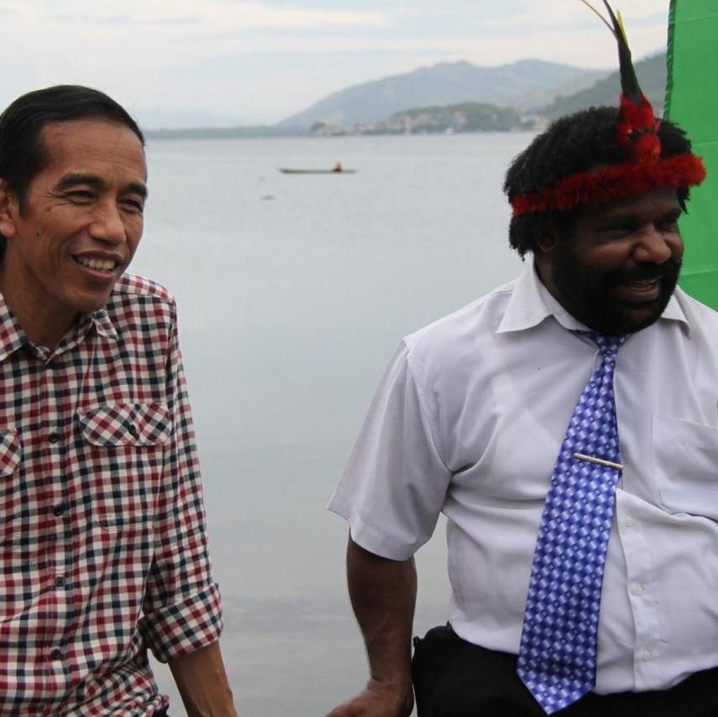 Kisah Persahabatan Kepala Suku Dani dengan Jokowi