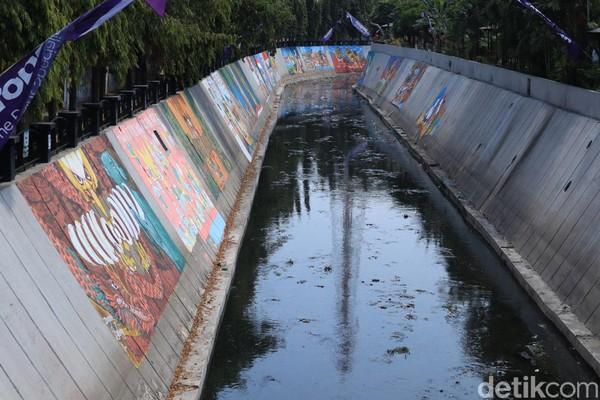 Bertandang ke Kali Pepe di Solo kini, traveler tak hanya bisa melihat sungai bersejarah kutha sala. Ada juga mural sarat pesan toleransi dan kebhinnekaan (Randy/detikcom)