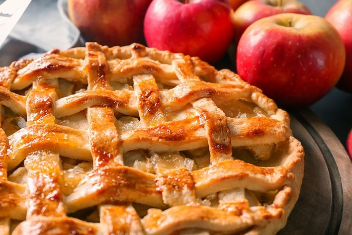 Pies biasanya dibuat dengan adonan dengan campuran buah, sayur hingga daging yang dipanggang bersama. Salah satu yang terkenal adalah apple pie.Foto: istimewa