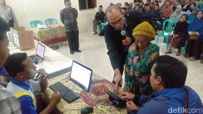Pilkades Serentak Magetan, 3 Ribu Lansia Belajar e-Voting