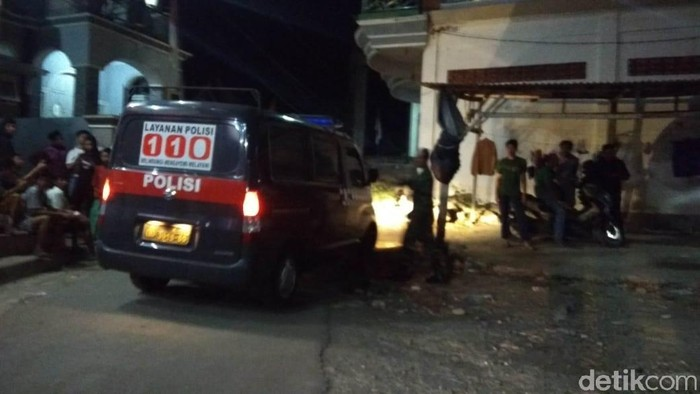 Polisi menangkap terduga teroris di Lamongan, Jatim. (Foto: dok Istimewa)