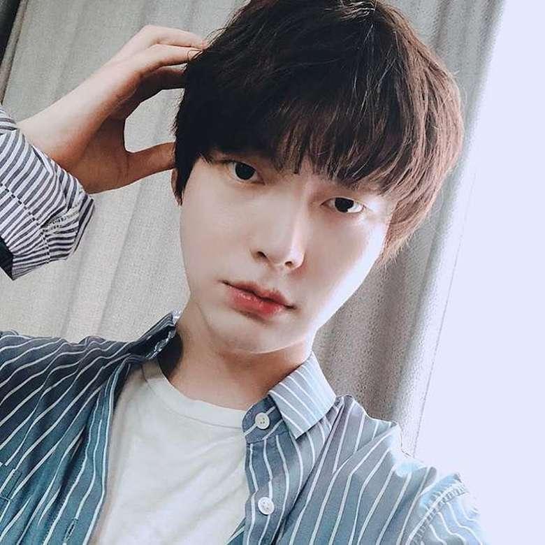 Ahn Jae Hyun adalah model sekaligus aktor 32 tahun yang menikahi Goo Hye sun pada 2016. Kini keduanya bercerai namun kedapatan saling membokar keburukan di media sosial. Foto: Instagram ahnjaehyun00
