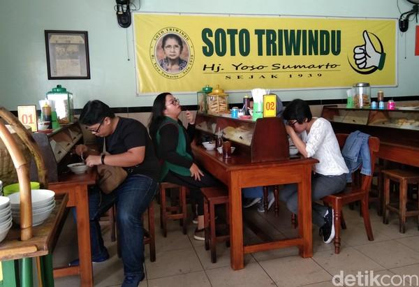 Setiap harinya, Soto Triwindu kedatangan banyak pengunjung dan wisatawan. Bahkan pejabat dan artis pernah singgah ke sini. (Tasya/detikcom)