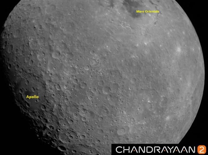 Foto pertama Bulan yang dijepret Chandrayaan-2. Foto: ISRO