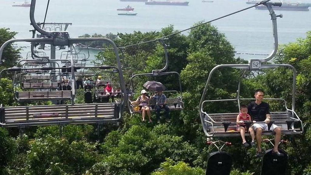 Pemandangan Singapura dari Kereta Gantung Pulau Sentosa
