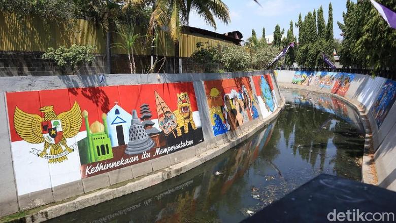 Mural sarat pesan kebhinnekaan di Kali Pepe, Solo (Randy/detikcom)