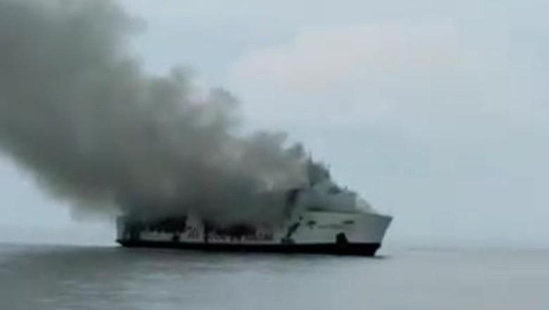 Terbakar Sejak Tadi Malam, Bagaimana Kondisi KM Santika Nusantara Sekarang?