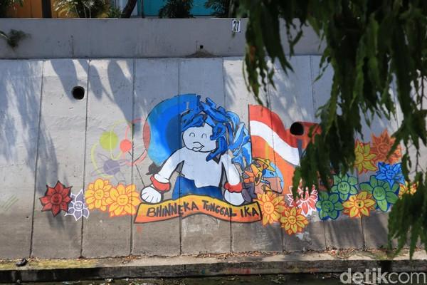 Baru dibuat sekitar satu minggu lalu, mural yang ada menceritakan tentang persatuan Indonesia atau Bhinneka Tunggal Ika (Randy/detikcom)
