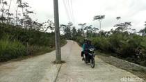 Ada Tiang Listrik di Tengah Jalan di Banjarnegara, Lho Kok Bisa?