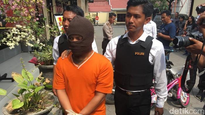 Pelaku pemerkosaan pada 9 anak di Mojokerto. Foto: Enggran Eko Budianto