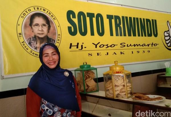 Wati, menantu dari pemilik Soto Triwindu. Resep soto ini sudah turun temurun sejak tahun 1939. (Tasya/detikcom)