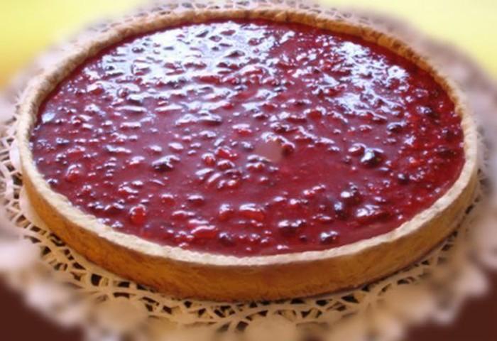 Ini adalah La Tarte aux pralines, dibuat dengan praline merah muda yang dicampur dengan creme fraiche yang diletakkan di tengah-tengah pastry tersebut. Foto: istimewa