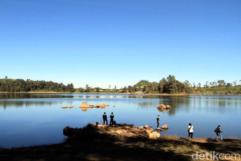 Inilah Situ Patengan alias Situ Patenggang. Danau cantik ini berada di Desa Patengan, Kecamatan Rancabali, Kabupaten Bandung. (Wisma Putra/detikcom)