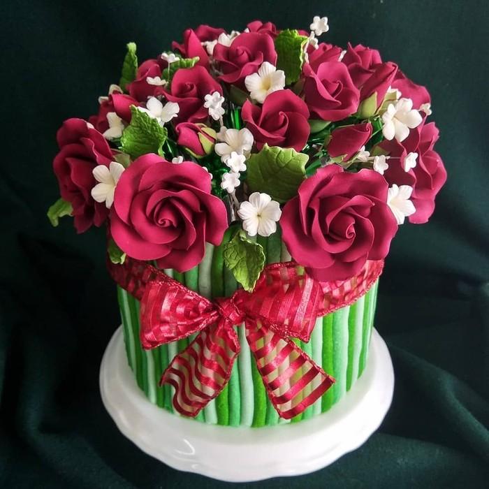 Cake bentuk buket bunga tengah jadi pilihan banyak orang untuk memberi hadiah spesial sekaligus enak dimakan. Aneka bunga ini cocok jadi hadiah ulang tahun yang antimainstream. Foto: instagram