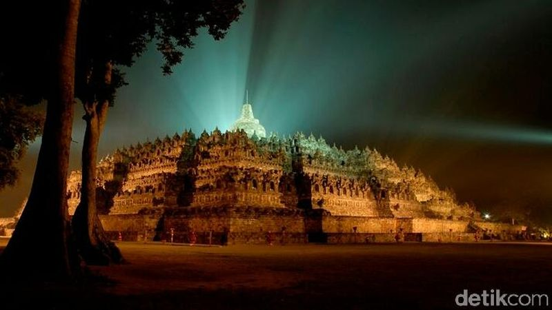 Kemegahan Borobudur di perbukitan Menoreh tak pernah usang tergerus zaman. Ini merupakan Candi Buddha terbesar di dunia dan ditetapkan sebagai situs warisan dunia UNESCO. (Rinto Heksantoro/detikcom)