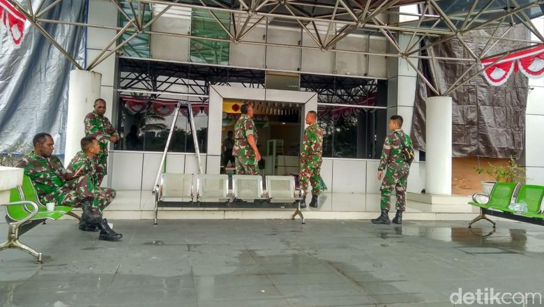 TNI-Polri Masih Siaga di Kantor DPRD hingga Lapas di Mimika Cegah Rusuh