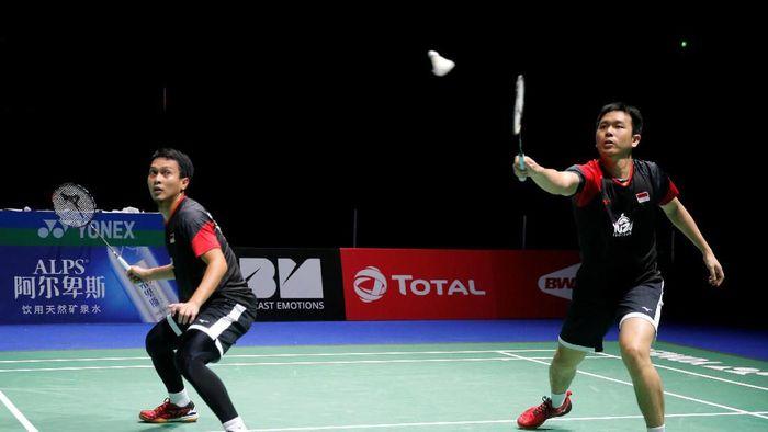 Hendra Setiawan/Mohammad Ahsan melaju ke semifinal Kejuaraan Dunia Bulutangkis (REUTERS/Vincent Kessler)