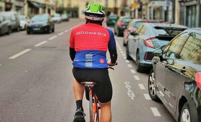 Tiga belas orang pesepeda amatir Indonesia baru saja berpartisipasi di ajang bersepeda jarak jauh legendaris di Paris. Acara yang dikenal dengan sebutan Paris - Brest - Paris (PBP) ini merupakan ajang empat tahunan yang diselenggarakan oleh Audax Club Parisien (ACP), yang merupakan salah satu klub pesepeda tertua di dunia. Pool/Brompton Monas Cyclists.