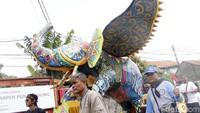 Jampana yang diarak oleh ribuan warga Cimahi Selatan pun didesain berbentuk gajah. Mereka mulai mengarak jampana tersebut dari Kantor Kecamatan Cimahi Selatan di Baros dan finis di Lapangan Poral Leuwigajah.