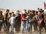 Bentrok dengan Pasukan Israel di Gaza, Hampir 130 Warga Palestina Terluka