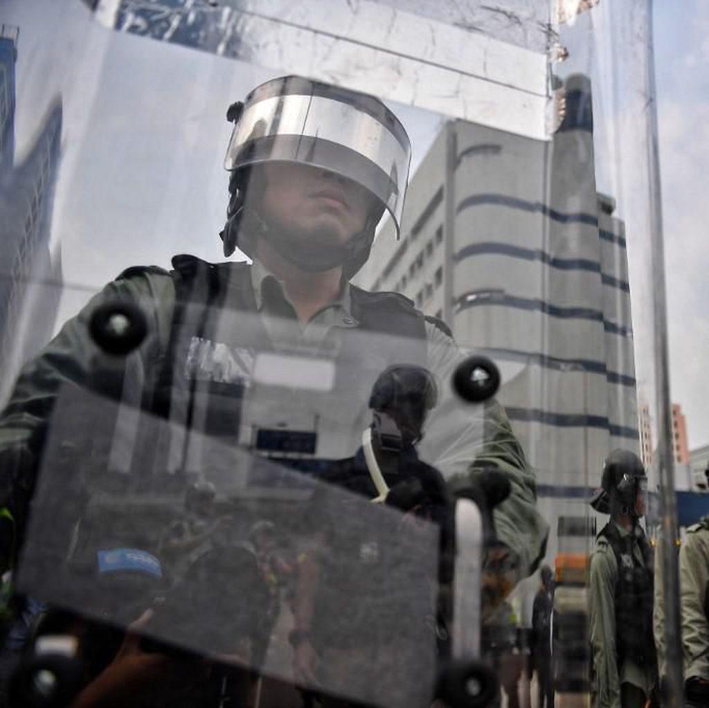 Hong Kong Tegang, Demonstran-Polisi Saling Berhadapan