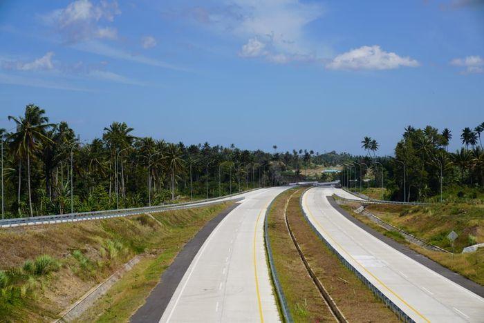 PT Hutama Karya (Persero) atau HK turut ambil bagian dalam pembangunan Jalan Tol Manado Bitung sepanjang 39 km. Pool/PT Hutama Karya.