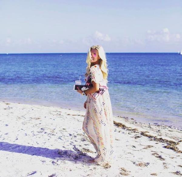 Tinsley pun juga menikmati pantai-pantai di Amerika. Salah satunya yaitiu Little Palm Island Resort & Spa di Florida (tinsleymortimer/Instagram)