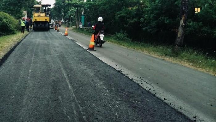 Pemerintah telah memulai penggunaan aspal karet untuk penanganan jalan nasional. Contohnya di ruas Ajibarang-Banyumas-Klampok-Banjarnegara.