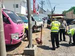 Kecelakaan Frontal Libatkan 6 Kendaraan di Pasuruan, Dua Orang Luka