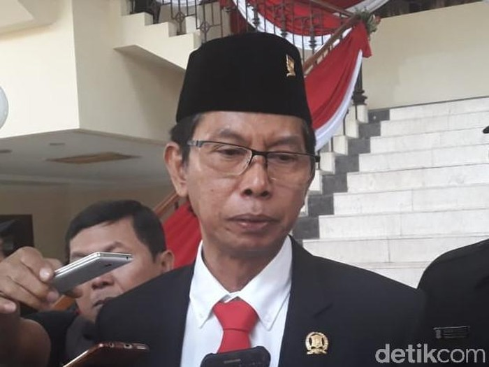 Ketua Sementara DPRD Kota Surabaya Adi Sutarwijono