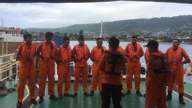 Tim SAR Palu hingga kini masih mencari keberadaan sembilan orang penumpang lainnya.