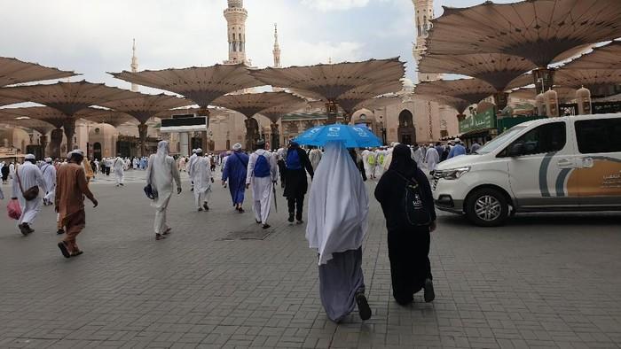Hawa panas di Madinah lebih menyengat dibandingkan Mekah. Foto: Ardhi Suryadhi/detikcom