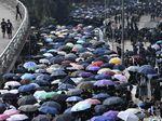 Hong Kong Kembali Tegang, Ribuan Demonstran Berhadapan dengan Polisi