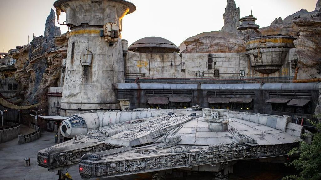 Serunya Menikmati Star Wars Galaxys Edge di Disneyland