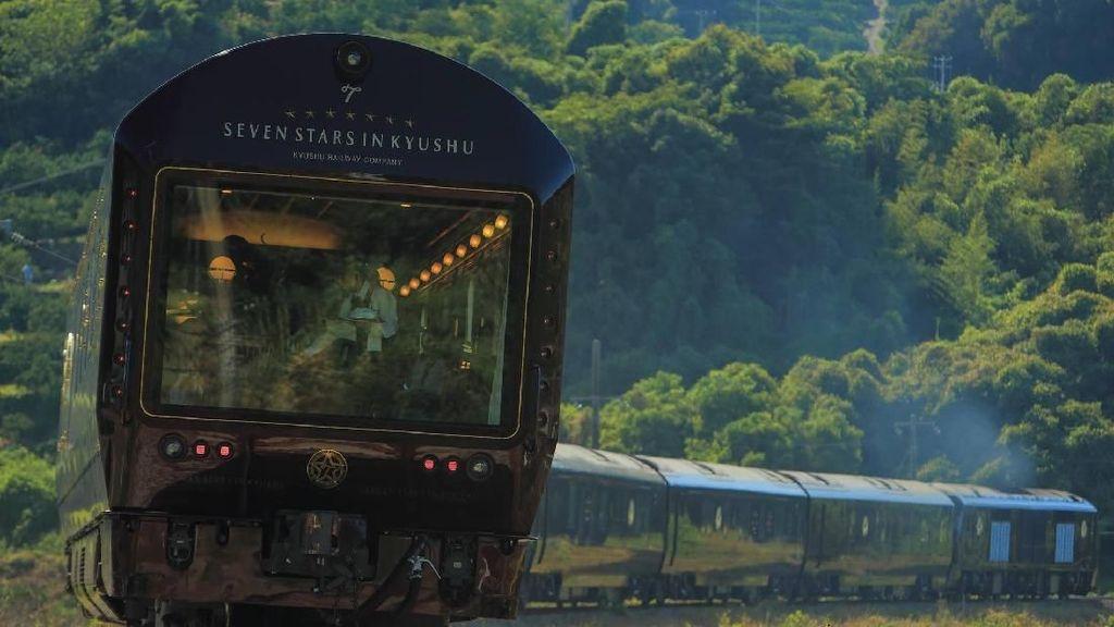 Cara Beda Menikmati Jepang, Naik Kereta Mewah