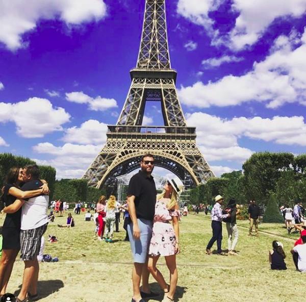 Ini gaya Tinsley Mortimer saat liburan di Paris (tinsleymortimer/Instagram)